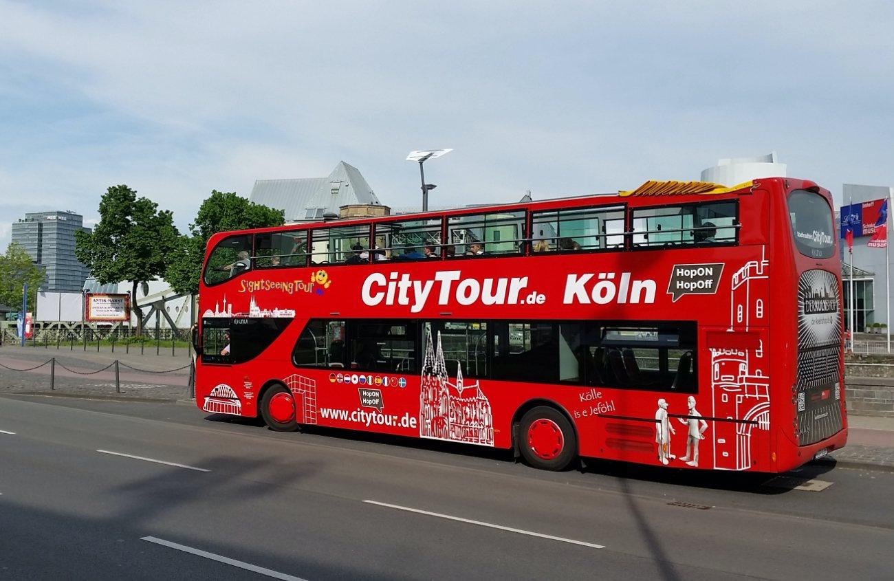 Doppeldecker roter Bus